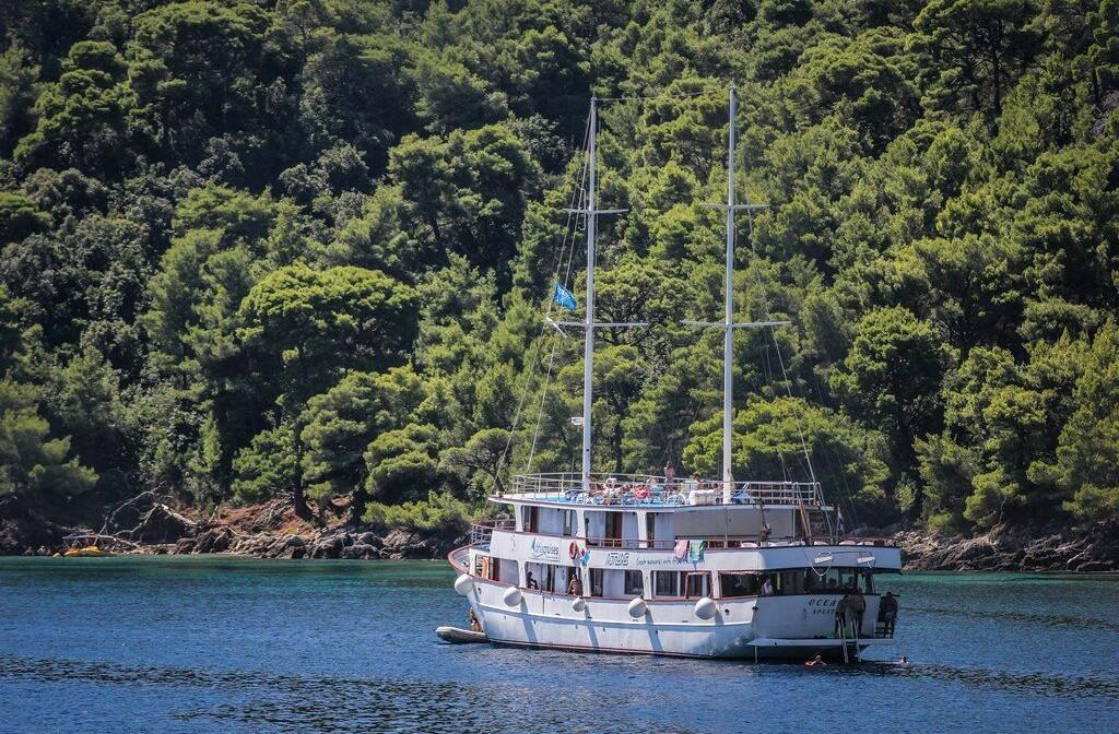 Brod_eden_-_Krstarenje_iz_Splita