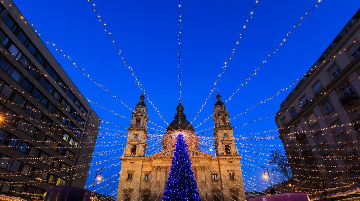 Advent u Budimpešti, okićena Budimpešta, putovanje autobusom