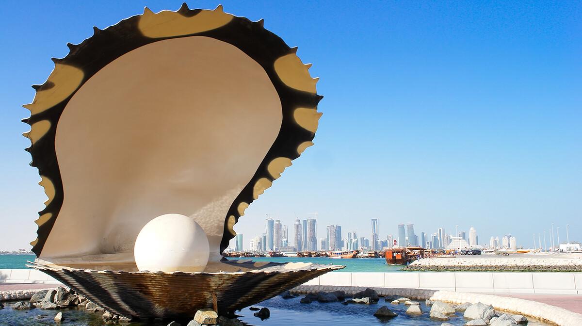 Doha - Pearl and oyster fountain in Corniche
