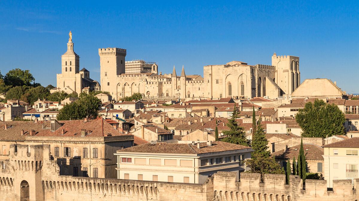 Papinska palača u Avignonu, Provansa, putovanje u Francusku, putoavnje autobusom, Mondo travel