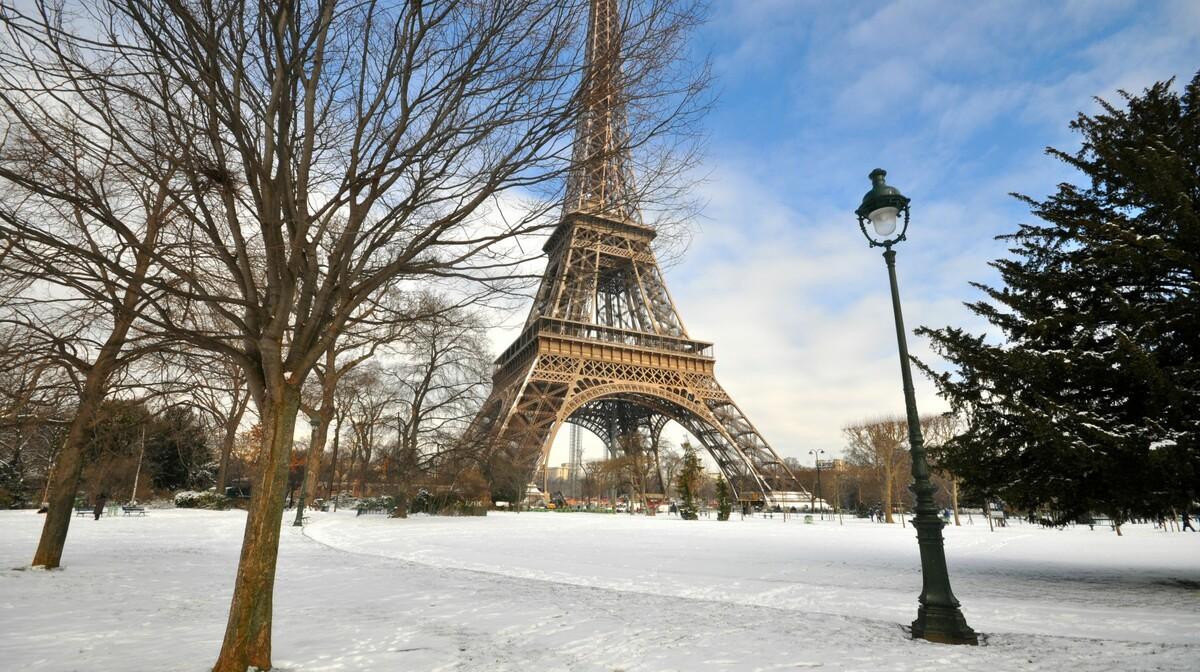Putovanje zima u Parizu, Eiffelov toranj u snijegu