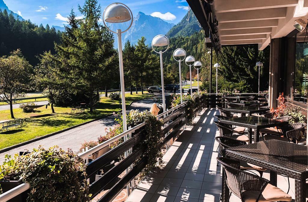 Slovenija, Best Western hotel Kranjska Gora, caffe bar na terasi hotela