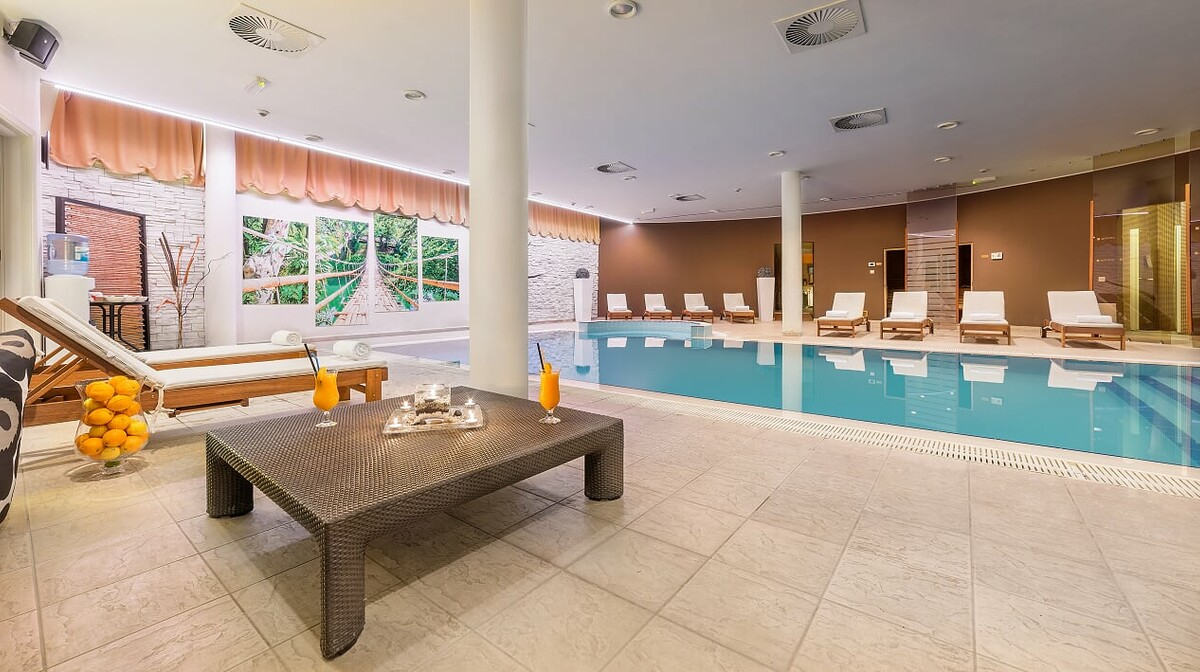 Vodice, Hotel Punta, unutarnji bazen