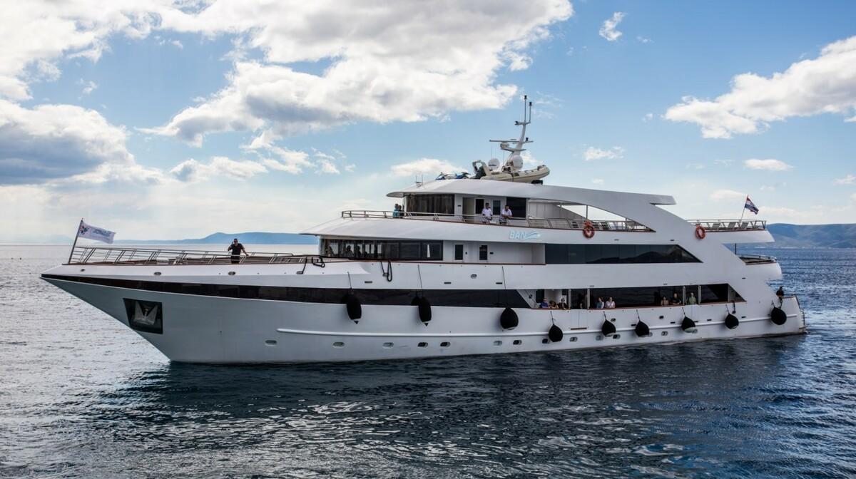 Brod Adriatiq Queen