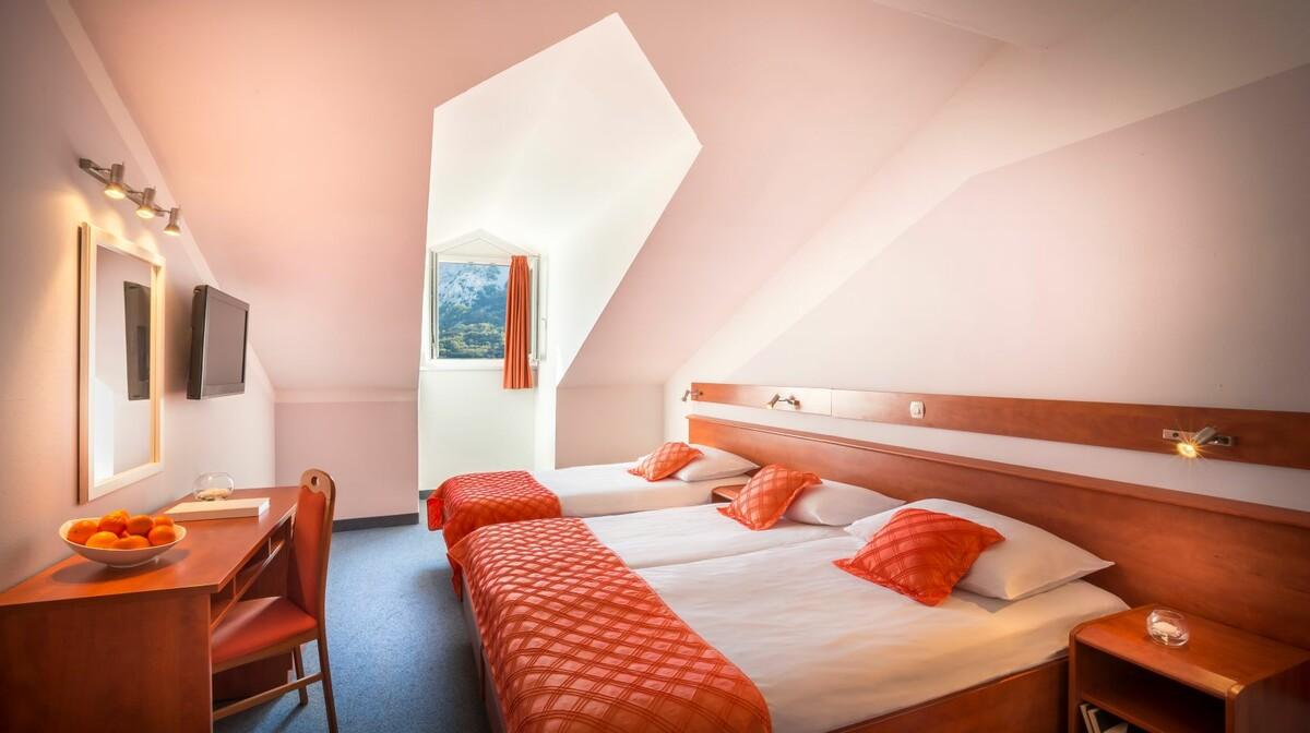 Obiteljsko putovanje, Baška, Otok Krk, Corinthia Baška Sunny Hotel by Valamar, trokrevetna soba