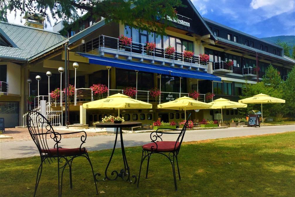 Slovenija, Kranjska Gora, Best Western hotel Kranjska Gora, vrt ispred hotela