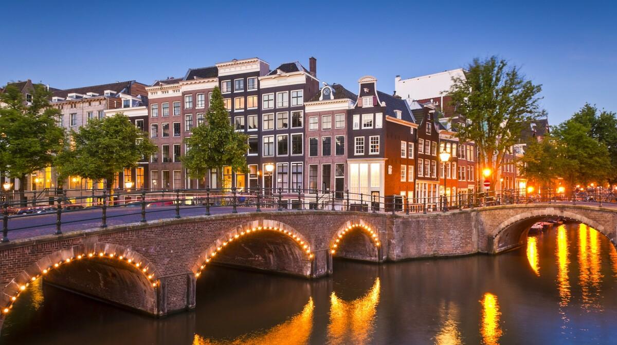 Kanali po noći, putovanje u Amsterdam