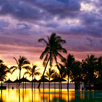 Mauricijus, predivan zalazak sunca na tropskoj plaži, daleko putovanje na Mauricijus