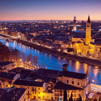pogled na Veronu i mostove noću, autobusna putovanja, Mondo travel, europska putovanja