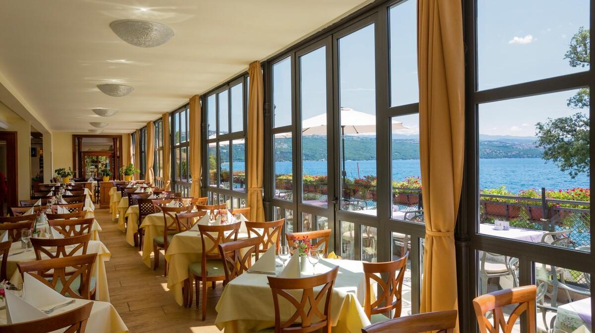 Hrvatska, Grand Hotel 4 opatijska cvijeta, restoran uz pogled na more