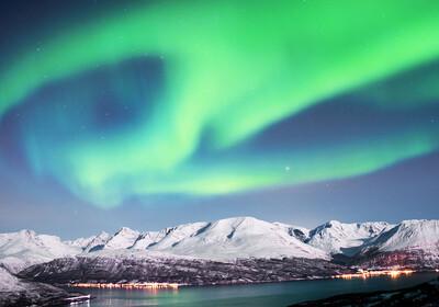 Čarolija polaarne svjetlosti na nebu, putovanje Skandinavija