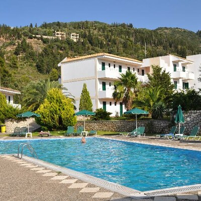 Grčka mondo travel Lefkas, Agios Nikitas, Hotel Santa Marina, bazen