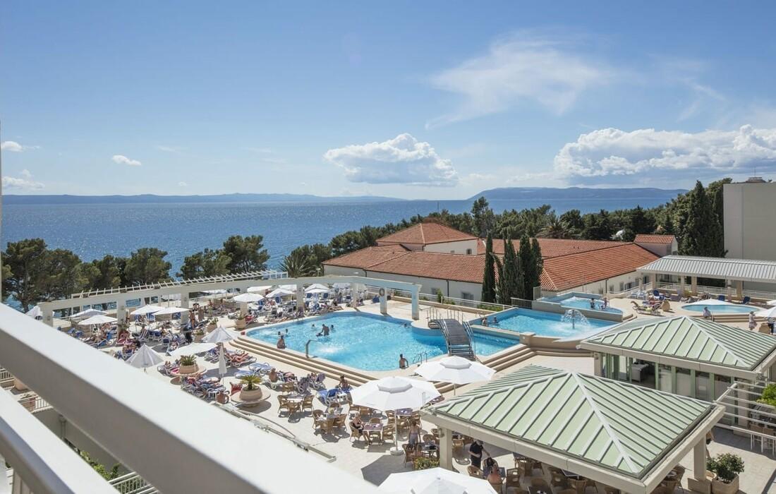 Tučepi, Bluesun hotel Alga, pogled sa balkona na bazene