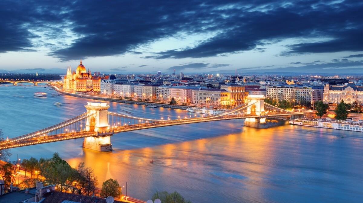 Lančani most u Budimpešti, putovanje autobusom