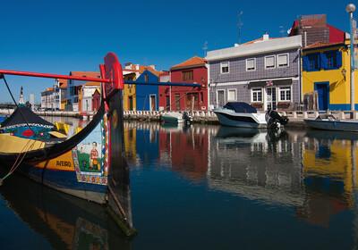 Šarene kuće na kanalima u Aveiru, putovanje u Portugal