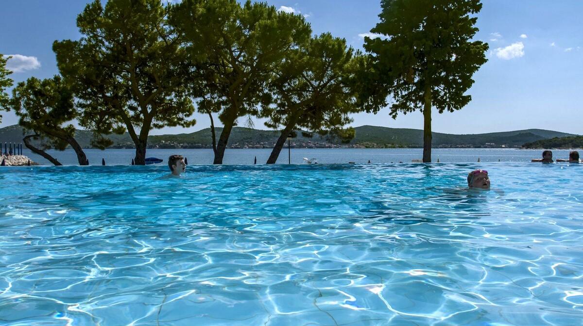 Biograd na Moru, Hotel Adriatic