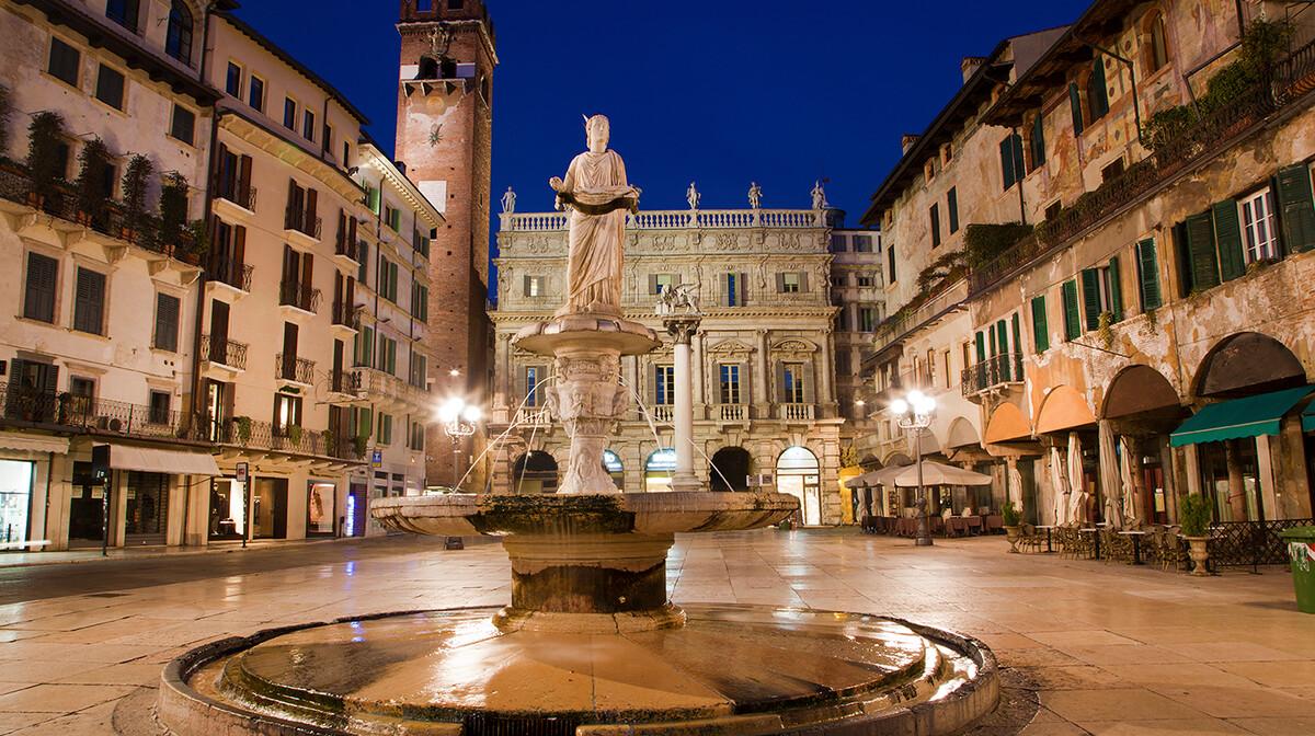 živopisni gradski trg i fontana Madona di Verona, autobusna putovanja, Mondo travel