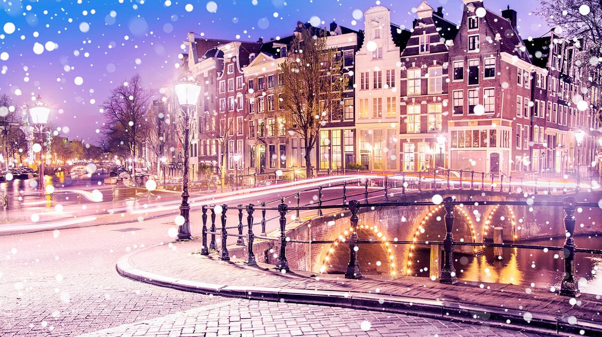 Amsterdamski kanali u predvečer dok snijeg pada, putovanje u Amsterdam, Mondo travel