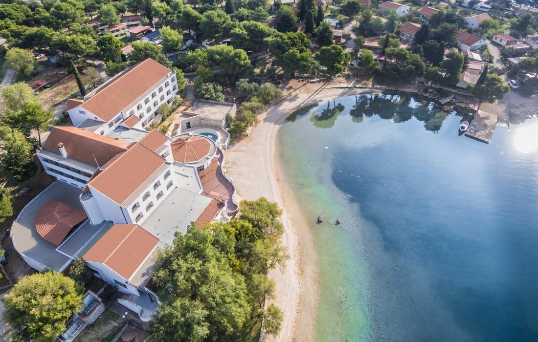 Pirovac, Hotel Miran