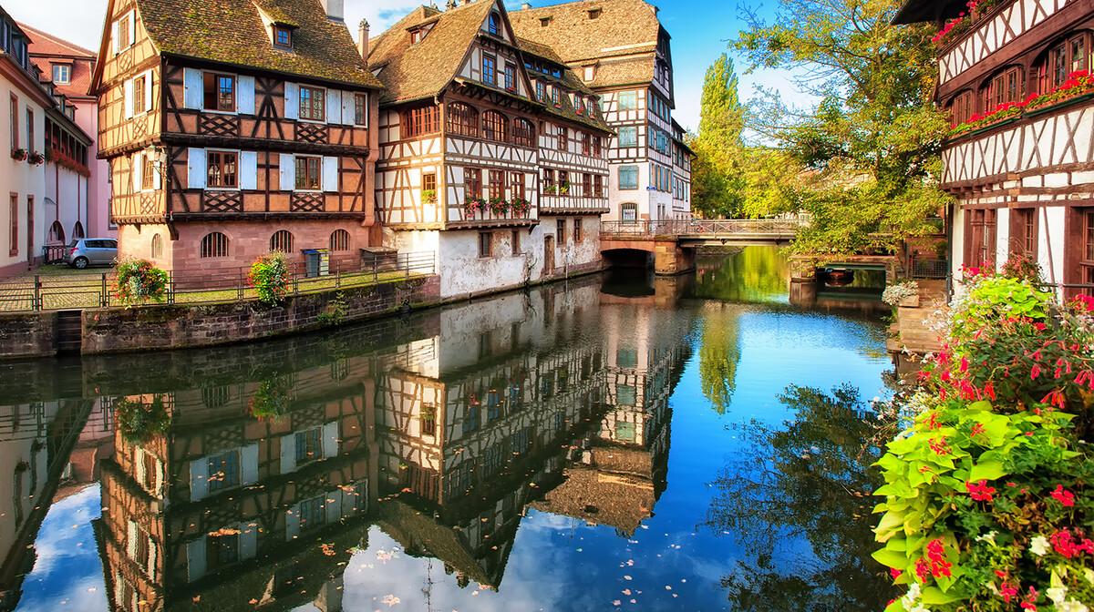 šarene kuće i pejzaž Strasbourga, autobusna putovanja, Mondo travel, europska putovanja