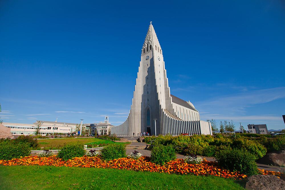 jedna od najviših građevina na Islandu, putovanja zrakoplovom, Mondo travel, europska putovanja