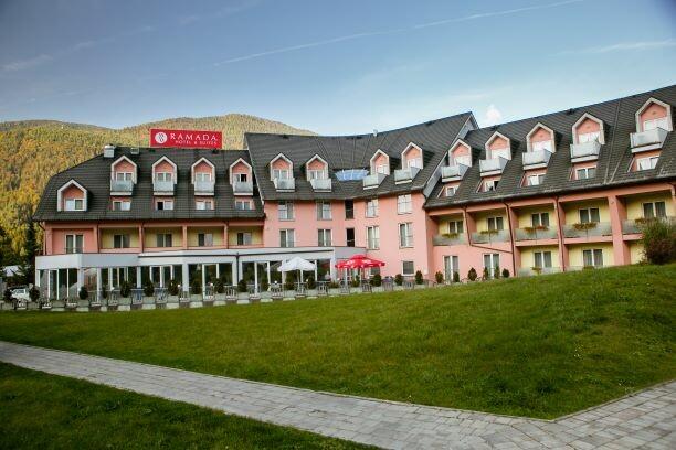 Slovenija, wellnes u Sloveniji, Kranjska Gora, Ramada Hotel, vanjski dio hotela u proljeće