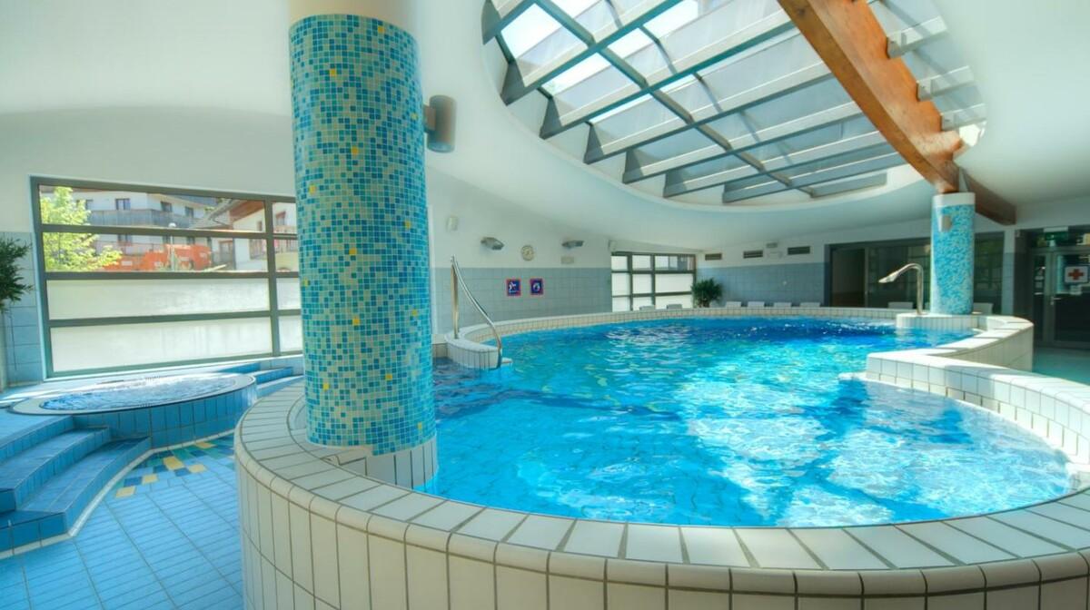 Skijanje i wellness u Sloveniji, Bled, Hotel Lovec, bazen