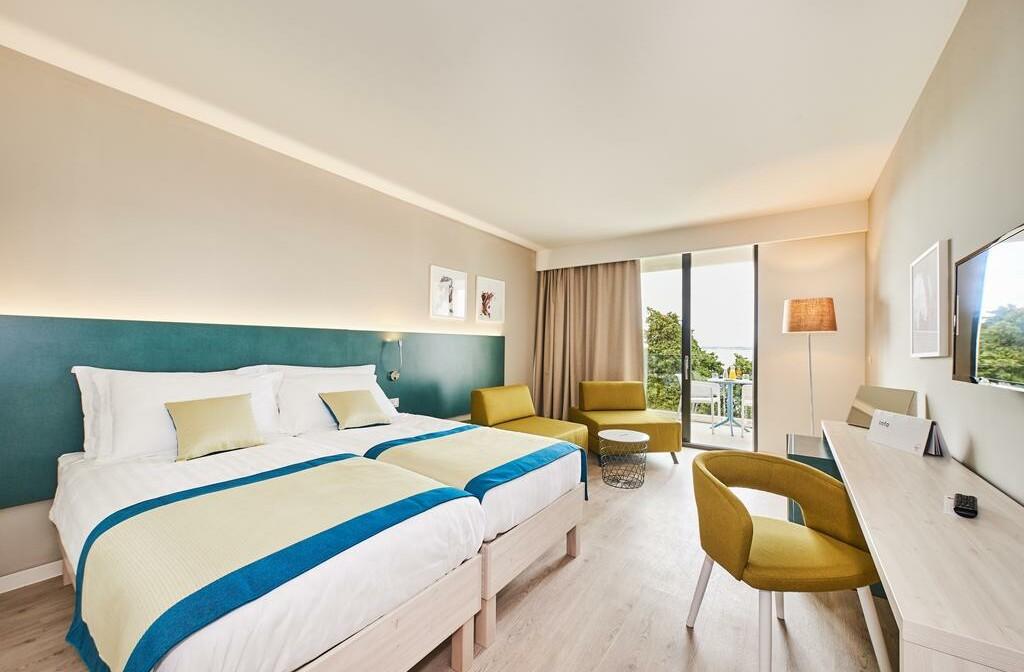 Umag, Hotel Sol Sipar, soba sa balkonom