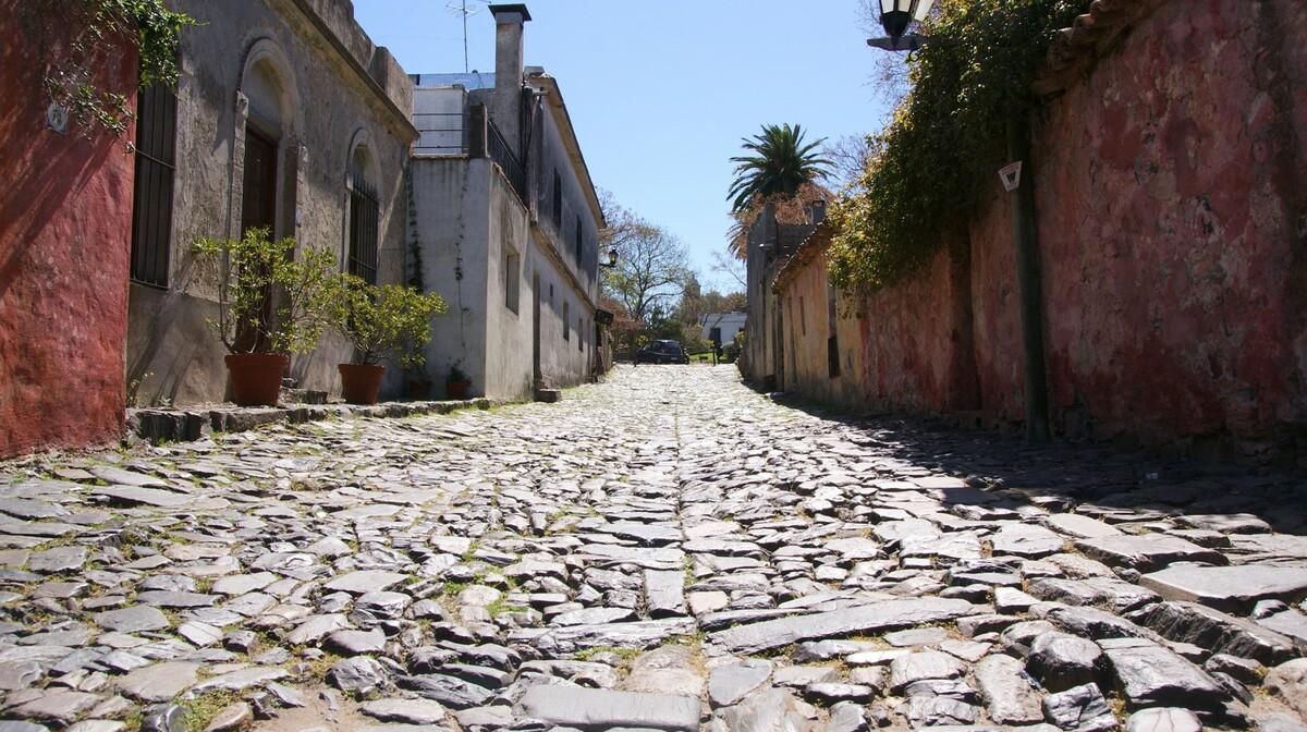 Urugvaj, Colonia del Sacramento, pogled na ulicu, daleko putovanje u Urugvaj, grupni polaci