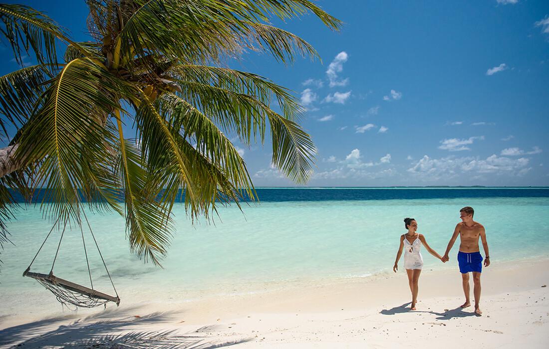 Maldivi, Biyadhoo Island, romantična šetnja