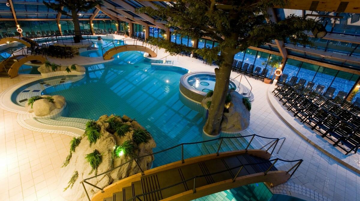 Skijanje i wellness u Sloveniji, Bohinj Eco Vodni Park, unutarnji bazeni sa ležaljkama