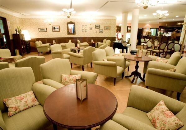 Slovenija, skijanje Slovenija, Ramada Hotel i Suites, predvorje hotela sa recepcijom