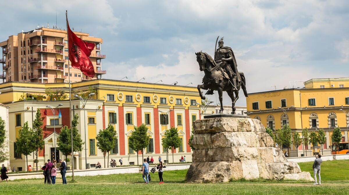 Albanija, Tirana-Skanderbergov trg, putovanje autobusom