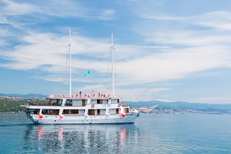 Krstarenje Jadranom brodom Morena, Katarina Line