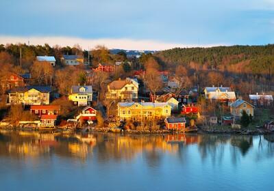 Drvene kuće u gradu Turku u Finskoj, putovanje Finska i Helsinki, krstarenje Skandinavijom