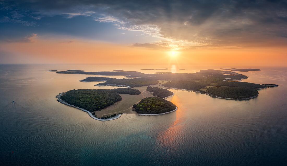 Hrvatska, Istra, Brijuni, zalazak sunca s pogledom na Brijune, putovanje autobusom u Istru,