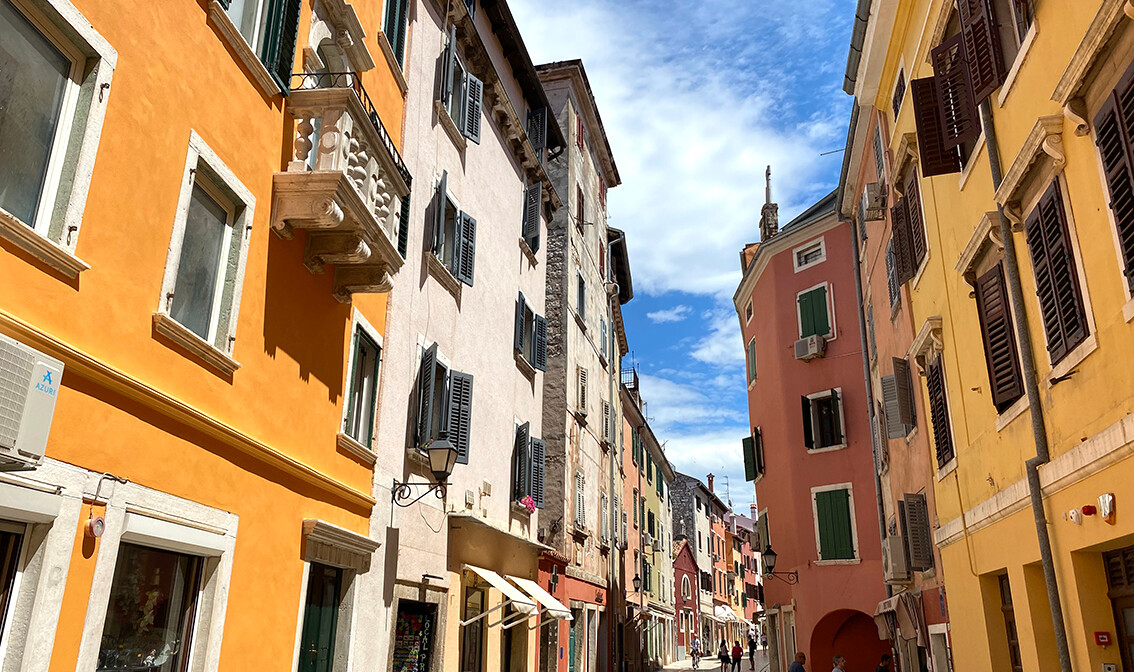 Rovinj, ulica Carera , mondo travel , garantirani polasci
