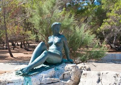 Skulptura u sklopu Nacijonalnog parka Brijuni.