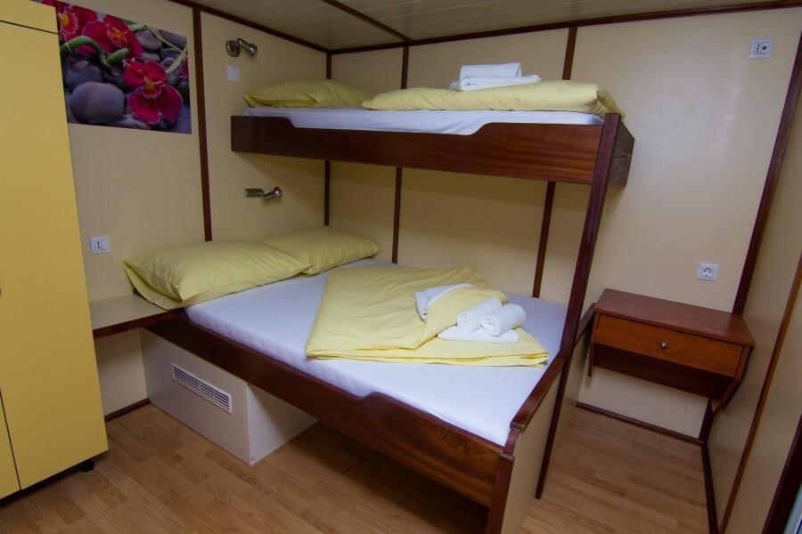 Višekrevetna kabina broda Morena, Katarina Line
