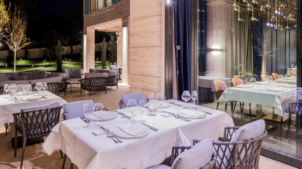 Hotel Ikador, Restoran terasa noc